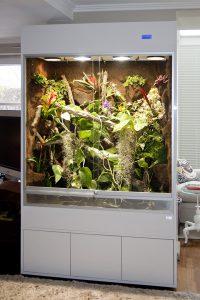 Regenwaldterrarium für Chamäleons Typ R03 in Acryl Hochglanz weiß