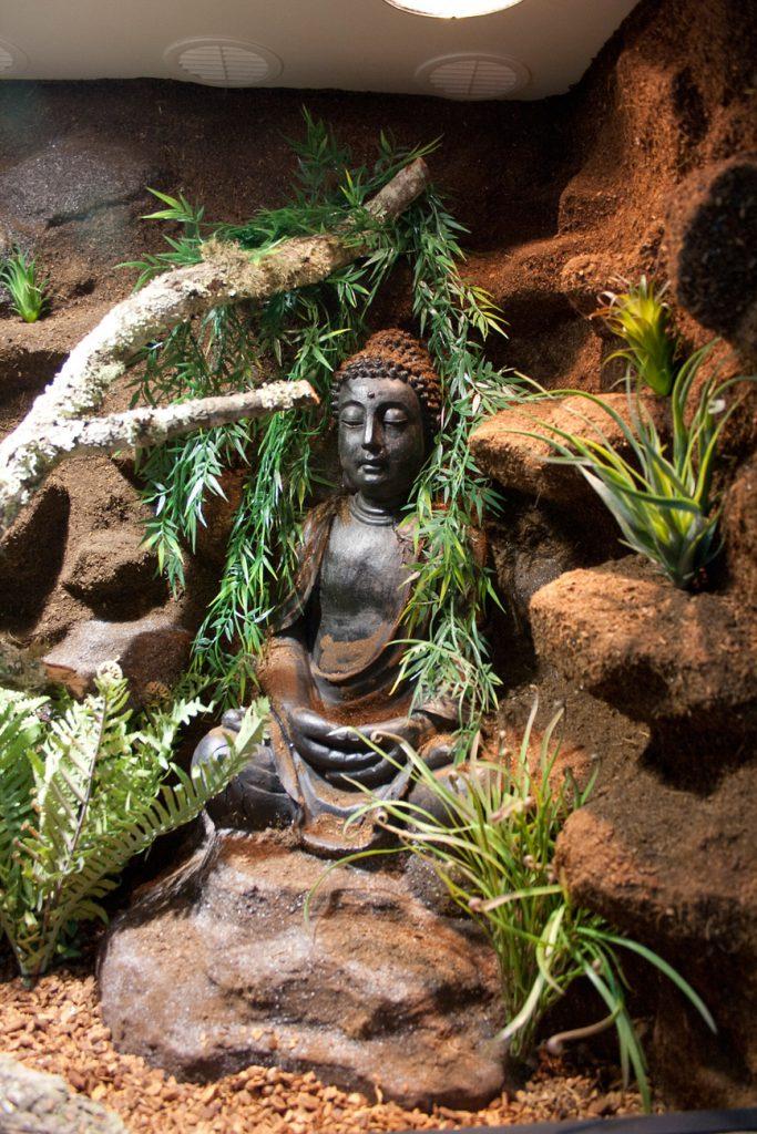 eingebaute Buddha-Skulptur