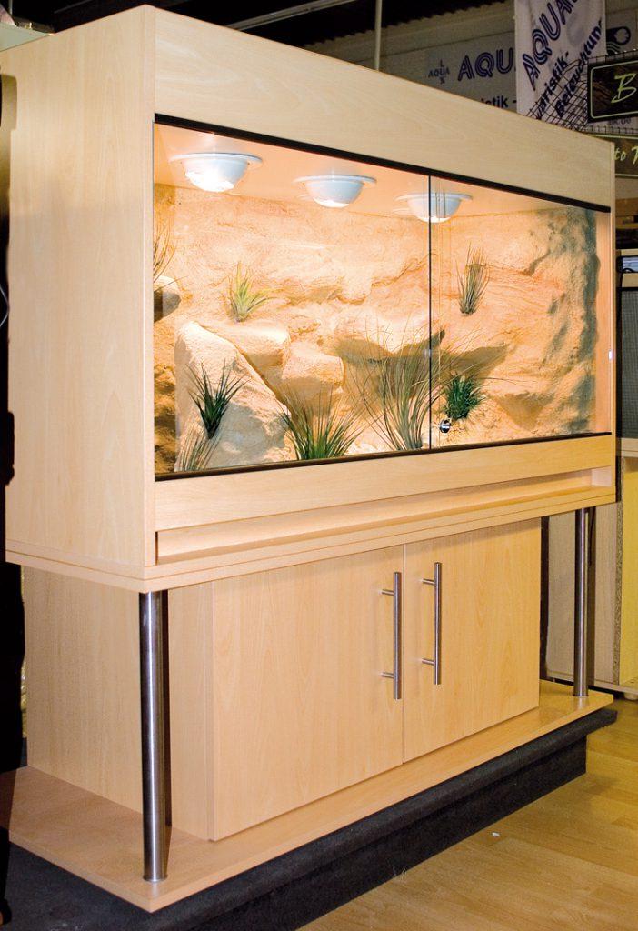 Wüsten-Steppenterrarium mit Metallsäulen Typ S11