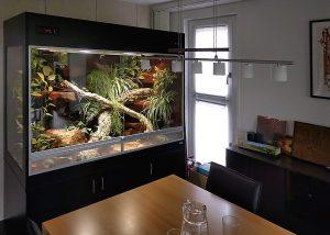 Terrarium für Schlangen mit Seitenfenster und Unterschrank
