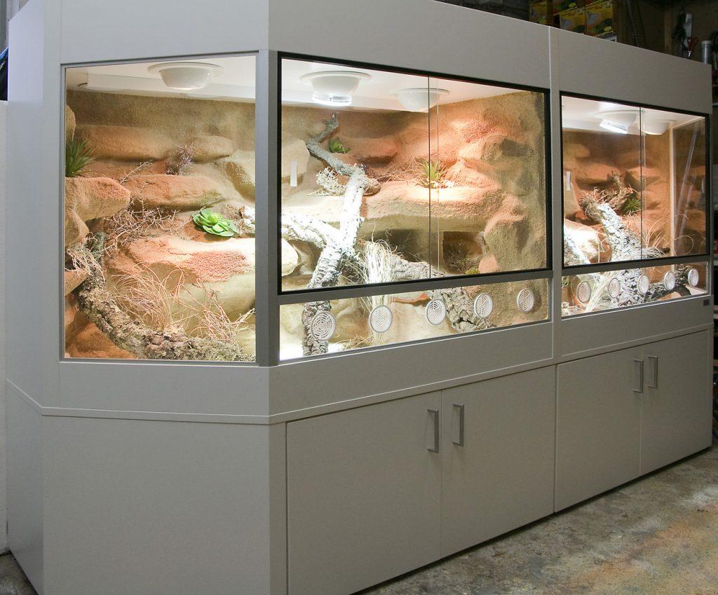 250 cm langes Panoramaterrarium aus 2 Teilen mit Durchgang