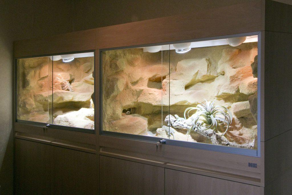 240 cm langes Terrarium mit Durchbruch in 2 Teilen