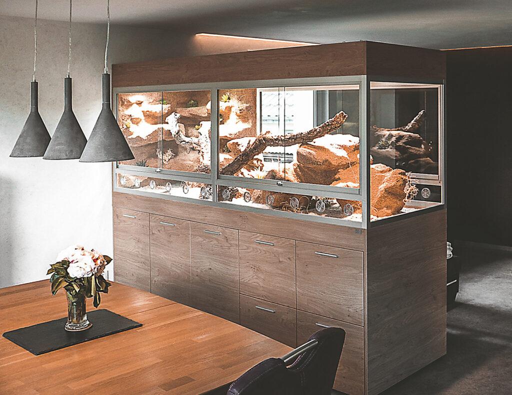 Bartagamen-Terrarium als Raumteiler 250 cm lang