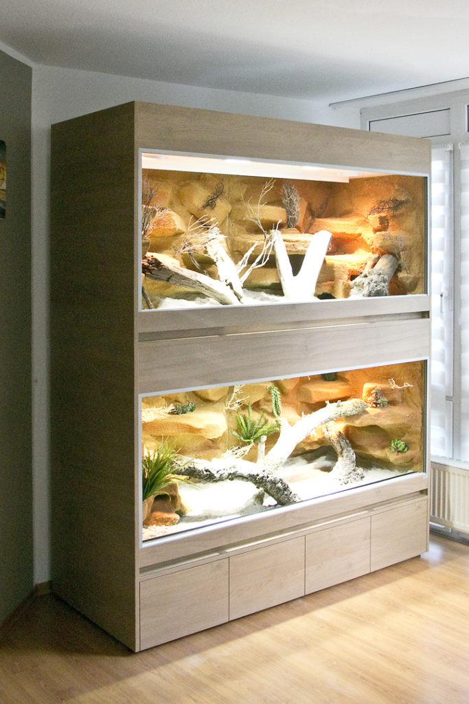 Doppelstöckiges Terrarium für steppenbewohnende Reptilien